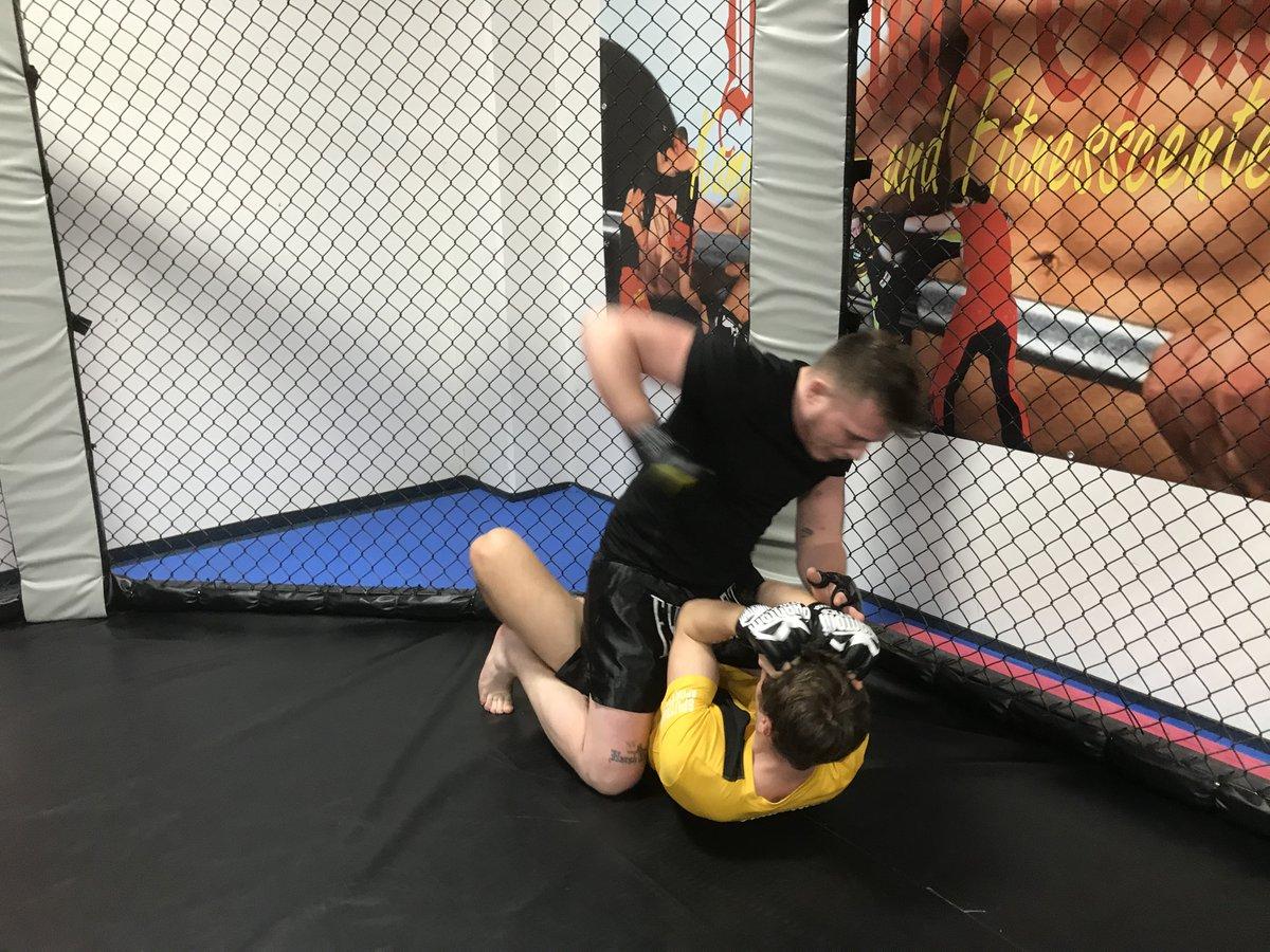 Heute im #warriorsgym  17 Uhr #littleTigers - 17 Uhr #littleDragons - 17 Uhr #MMA - 18 Uhr #MuayThai - 18 Uhr #heißesEisen -  18 Uhr #PowerKids - 19 Uhr #Schwingstabtraining  19 Uhr #Kickboxing #K1 - 20 Uhr #FightersFitness we got the #power ...