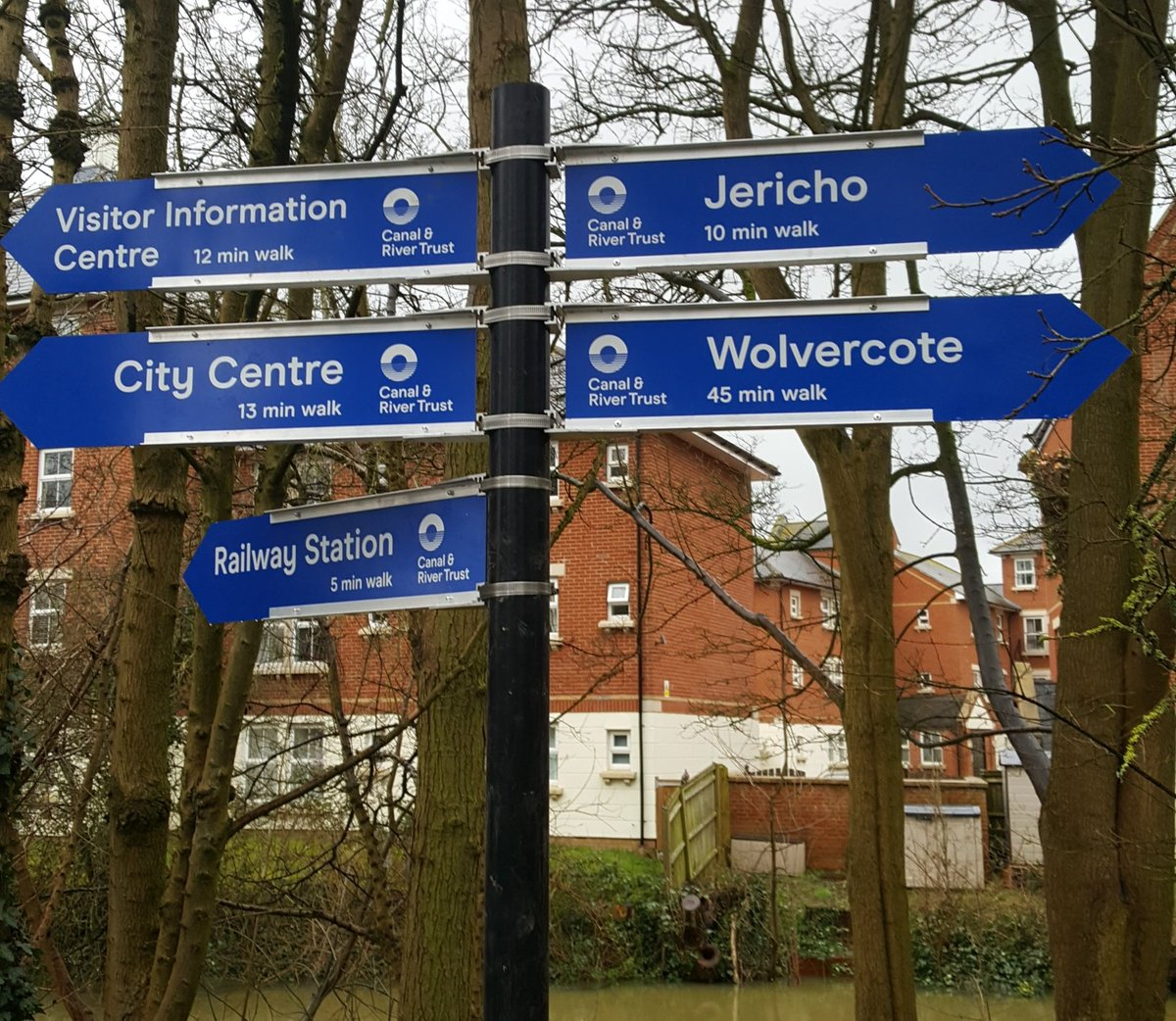 RT @Oxford_waters: New signage installed on Oxford Canal. Clear, legible and gives distances in minutes for walking.  Promoting use for health, wellbeing and active travel. @PHE_SouthEast @OxfordshireCC @OxfordCity @CRTSouthEast @OxTweets @activeoxon @GAOxfordshire