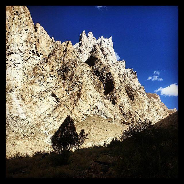 Even the smaller mountains here look mean. #pakistan #adventuretravel #travelphotography #travel #travelgram #trekking #instagood #instadaily #instagram #traveltheworld #traveler #traveltogether #traveltoexplore #explore #journey #views #beautiful #beaut… https://ift.tt/32aLwD6pic.twitter.com/9Z4JwoM20K