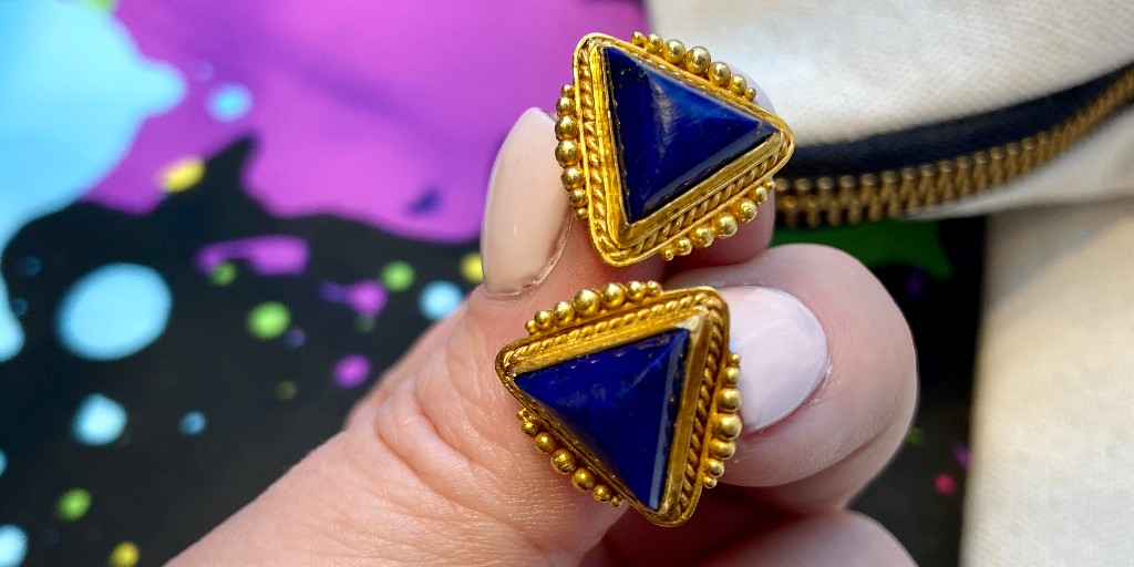 Pull your hair back into a sleek ponytail to really show these ancient inspired beauties off  >>> http://ow.ly/1ZrF50yp9XA  #earcandy #21kgold #lapislazuli #etruscanrevival #oneofakindjewellery pic.twitter.com/skZ6wD6H9u