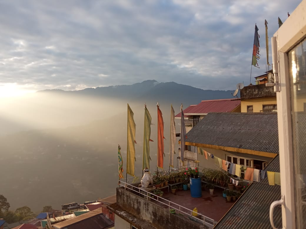 http://WWW.MYDOOARS.COM Amazing view from my room in #sikkim  #travelblogger #traveling #travelphotography #travel #photo #photograghy #photographer #traveltips #dooars #northbengal  #bhutanghat #naturelovers #river #mountain #himalayanriver #forest #indiapictures #news #blogpic.twitter.com/v9KCx0Ppxu