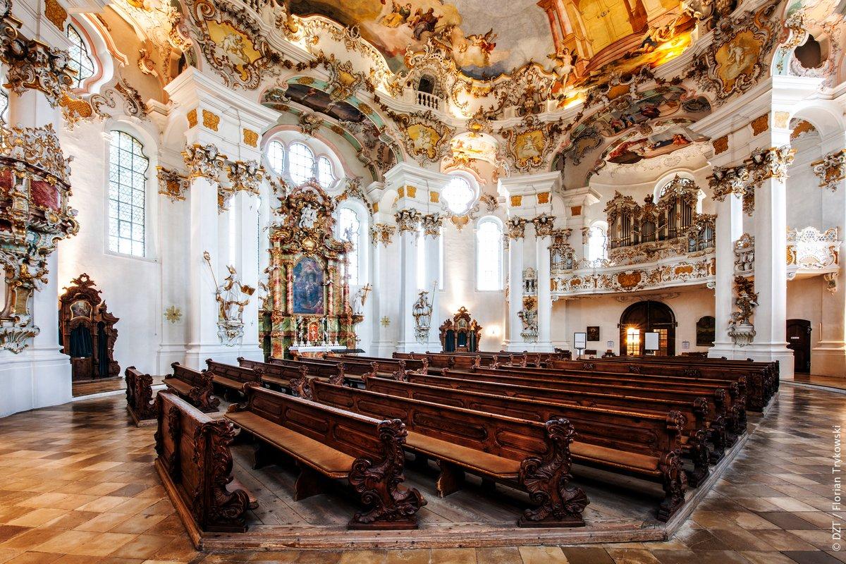 Indrukwekkende Duitse rococo in de 'Wallfahrtskirche zum Gegeißelten Heiland auf der Wies' aan de voet van de Alpen. http://bit.ly/1iFNFbO #Beieren #UNESCOWerelderfgoedpic.twitter.com/2VZORXWGl6