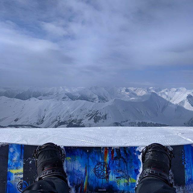 Traditional photo. . . . . #mountains #gudauri #neversummer #winter #neversummerindustries #snowboard #snowboarding #prototype2  #ukraine #snow #boardaddicted #insta_ukraine #vsco #drahobrat #vscocam #vscoukraine #boardscape #unionbindings #snegtravel