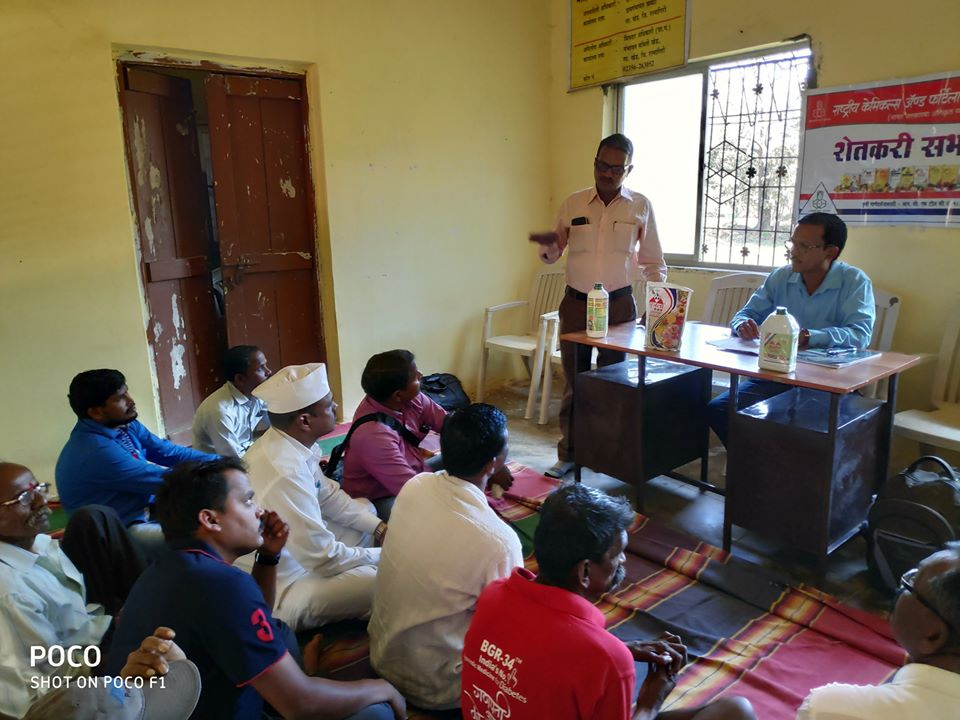 #RCF conducted   Farmers' Meeting at Khavati, taluka-Khed, district- Ratnagiri.  Participating farmers were briefed about the government agricultural schemes and benefits of bio fertilizers(Biola) for vegetables and Groundnut crops.  @PMOIndia @DVSadanandGowda @mansukhmandviyapic.twitter.com/GghzC9MtMI