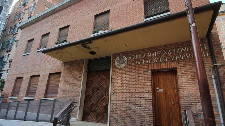 Chiuse due scuole devastate dai vandali a Venezia ...