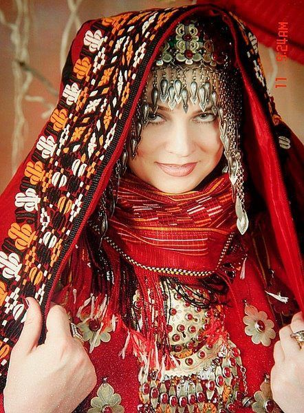 In Turkmenistan, highly valued homespun silk cloth 'keteni' was dyed with madder to achieve the red so loved and worn especially by girls and children. Red was associated with beauty, joy, possessed magical qualities and protected from evil forces. #FolkloreThursdaypic.twitter.com/onmLH3tzji