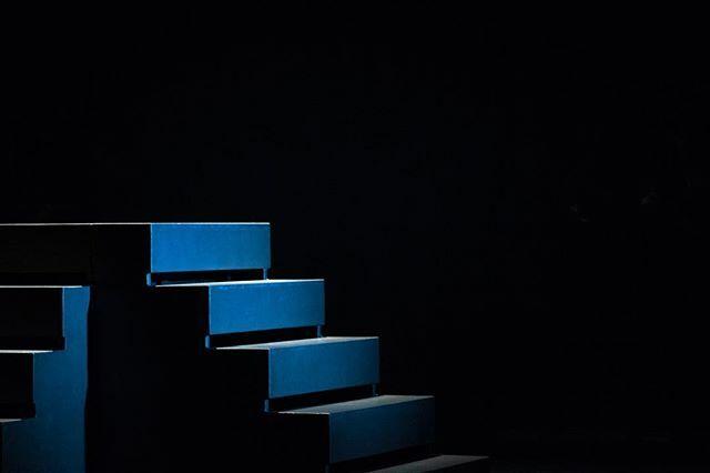 Lichtspiel ... #treppe #aufstieg #lichtschattenspiel #theater #architecturephotography #theaterfotografie #sbf_member #artundfotopic.twitter.com/isVlqwW8AI