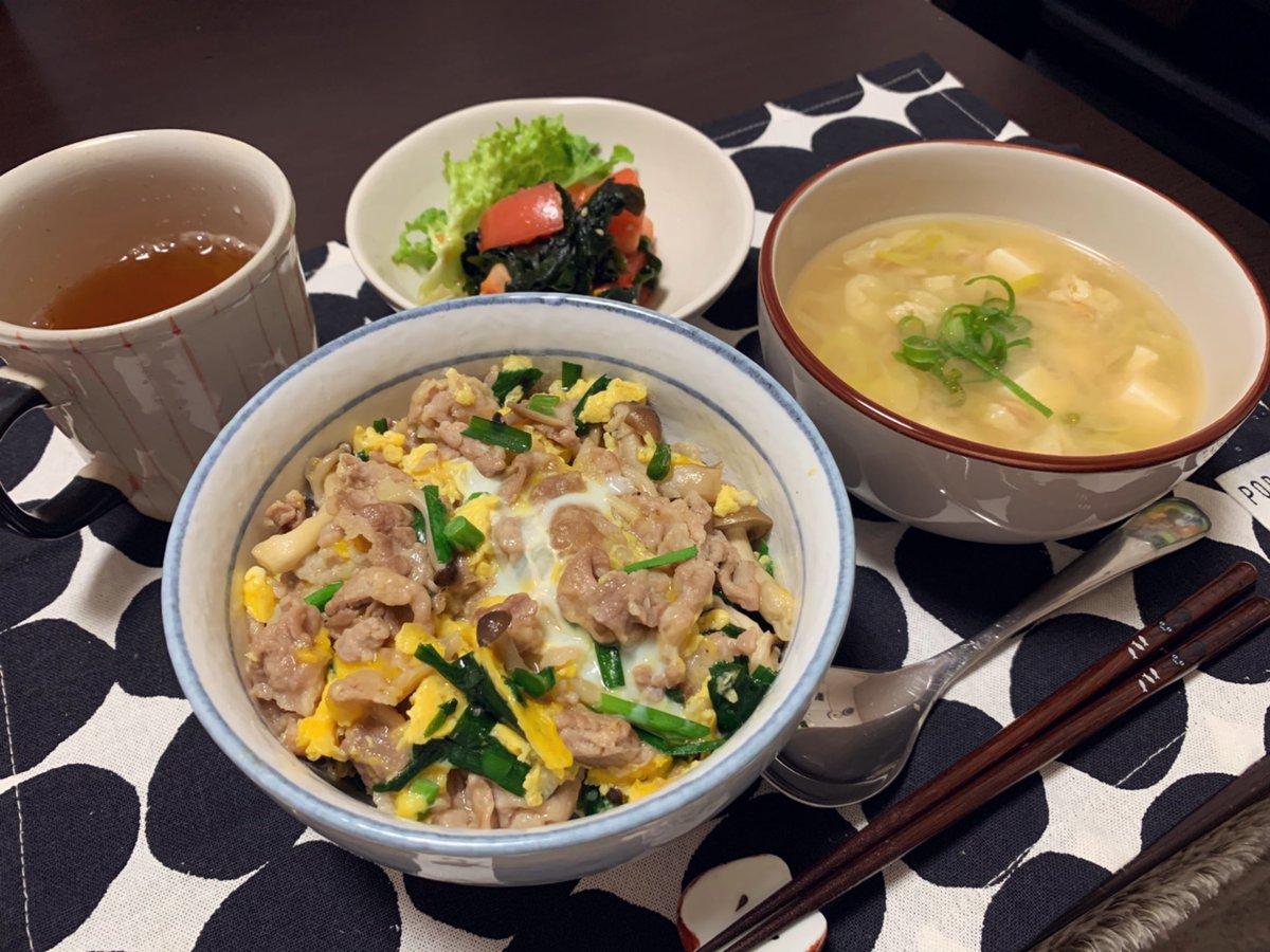 ◆豚バラとニラの卵とじ丼 #cookpad◆トマトとわかめの中華和え◆納豆と豆腐のお味噌汁連勤で疲れ切って食べきれませんでした残りは明日のお昼に食べよ、食料確保#Twitter家庭料理部 #お腹ペコリン部 #おうちごはん #日本自炊協会 #スープ365