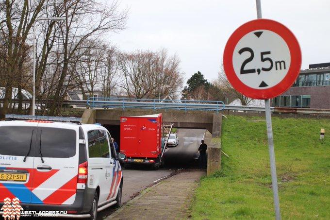 Bedrijfswagen wederom gestrand bij tunnel Nolweg https://t.co/PV83EepdmP https://t.co/jKLseDjeFc