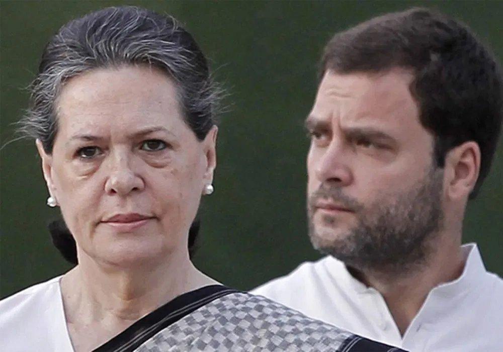 હવે કોંગ્રેસમાં જ ગાંધી પરિવાર વિરૂદ્ધ ઉકળતો ચરૂ! આ 2 નેતાઓએ લગાવ્યા સનસની આરોપ  જાણો સમગ્ર માહિતી : http://sandesh.com/sandeep-dixit-attacks-gandhi-family-and-gets-shashi-tharoors-support/…  #SandeepDixit #ShashiTharoor #GandhiFamily #Congress #CongressLeader #DelhiElectionResults pic.twitter.com/7MyFqZYQst