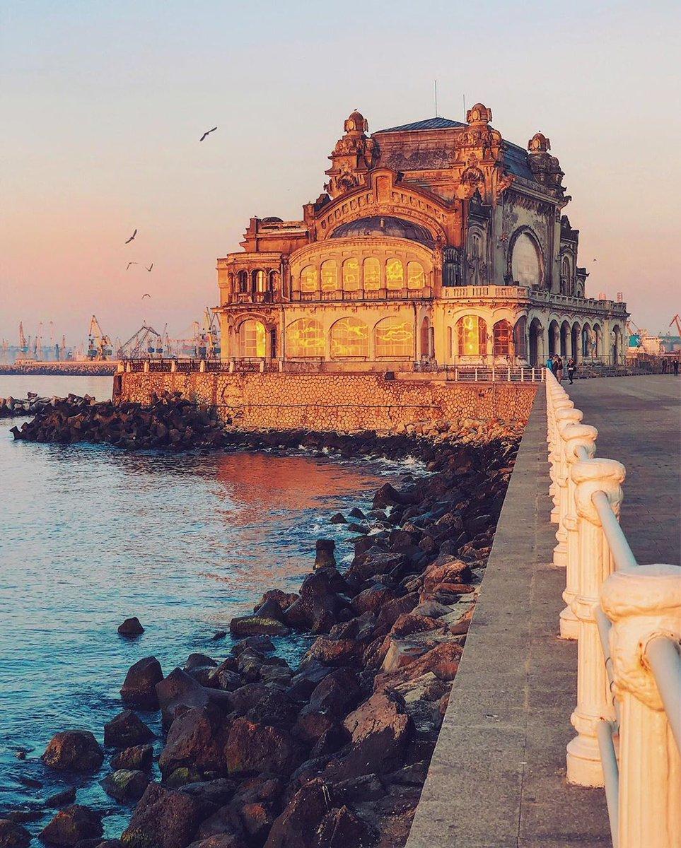 The Golden Casino . . . . #constanta #romania #city_explore #visualambassadors #ig_europe #living_europe #ig_romania #cityscape #visualoflife #citybestpics #igworldclub #tv_living #passionpassport #creatorswillcreate #amazingplace #beautifuldestination… http://dlvr.it/RQPPMLpic.twitter.com/siGzlWVyxs