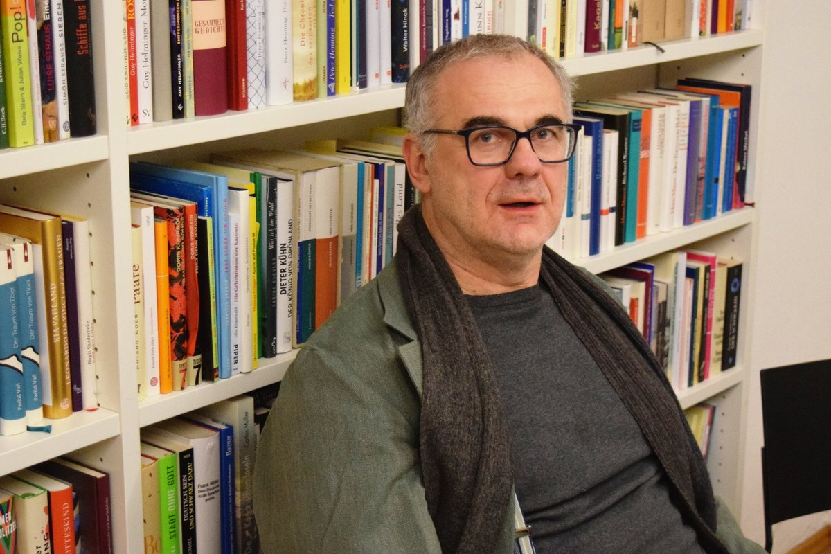 """ENNO STAHL über Gentrifizierung und seinen Roman """"Sanierungsgebiete"""" Interview: https://www.choices.de/enno-stahl-sanierungsgebiete-interview… Foto: T Preuß @verbrecherei @EnnoStahl @LithausKoelnpic.twitter.com/YU8TeZks2y"""
