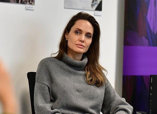 Angelina Jolie escreve novo artigo para a revista Time: https://fasdeangelinajolie.blogspot.com/2020/02/angelina-jolie-escreve-novo-artigo-para.html…  #AngelinaJolie, #TimeMagazine, #ONU, #UN, #UNHCR, #ACNUR, #Síria, #Syria, #Syrian, #Refugees, #HumanRightspic.twitter.com/3YM6DViLrc