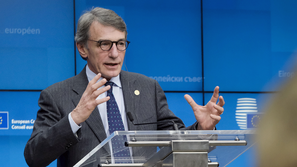 """""""Il Parlamento europeo non accetterà un accordo qualsiasi"""" Il Presidente del Parlamento europeo a proposito del bilancio a lungo termine dellUE. Il Parlamento è pronto a bocciare un accordo che non dia all'UE le risorse necessarie: eptwitter.eu/qnR4"""