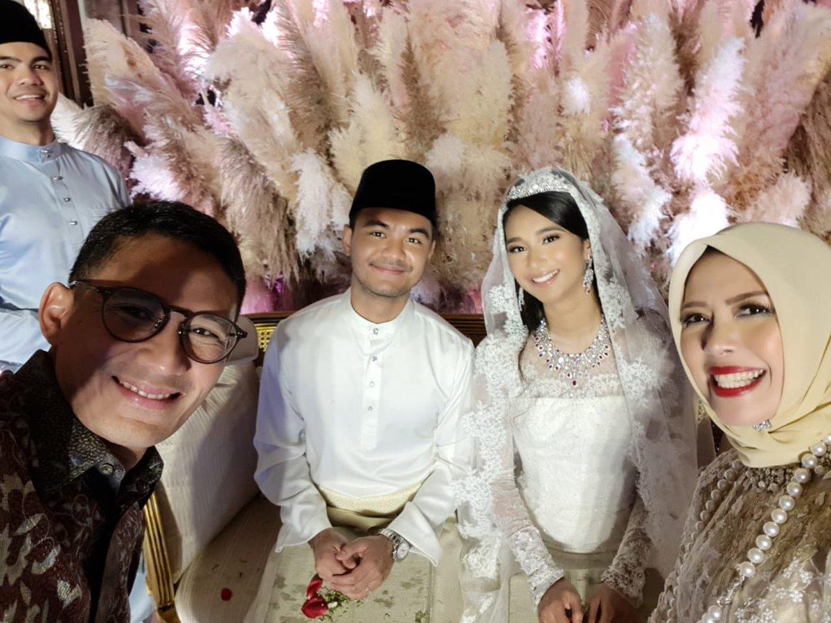 Congratulations to a beautiful couple Ezran & Ally. Ally merupakan putri dari Mukhriz Mahathir, Menteri Besar Kedah, dan cucu dari Perdana Menteri Malaysia, Tun Mahathir Mohamad.Wishing Ally & Ezran happily ever after!