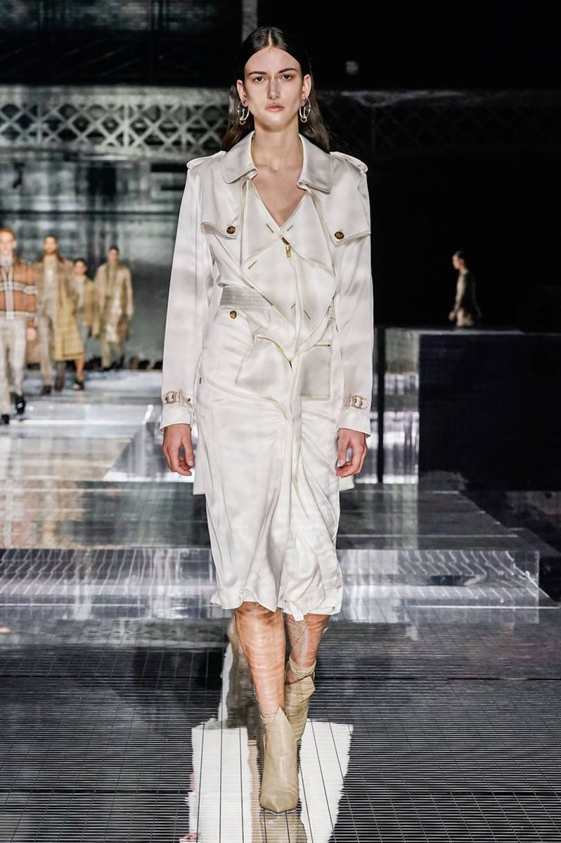 My final #Londonfashionweek post has just gone live and it is about the stunning @Burberry runway. I fell in love with too many pieces to mention  https://sophaarambles.blogspot.com/2020/02/lfw-aw20-burberry.html …  #burberry #LFW #lfw2020 #fashion #fashionweek #fashionblog #fashionbloggerpic.twitter.com/J9AINH6rW4