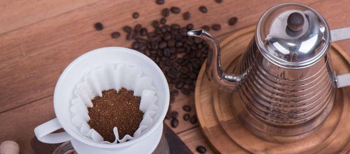 #ImpulsderWoche: Der perfekte Kaffeegenuss! Kühl, trocken, luftdicht - so gelagert erhalten Sie das #Aroma Ihres gemahlenen Kaffees am besten. Wer wenig #Kaffee trinkt, kann das frische #Kaffeepulver auch einfrieren und bei Bedarf zubereiten http://ow.ly/ZH8D30qj0I4pic.twitter.com/wynfHO6eS9