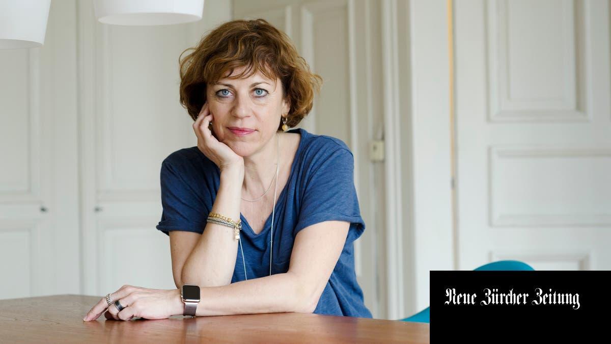 Sabine Boss lässt in ihrem Spielfilm «Jagdzeit» einen Spitzenmanager an einem Machtkampf zerbrechen und sagt:«Es ist ein Tabu, über psychische Überlastung zu sprechen» http://dlvr.it/RQQ0KJpic.twitter.com/x380V4capd