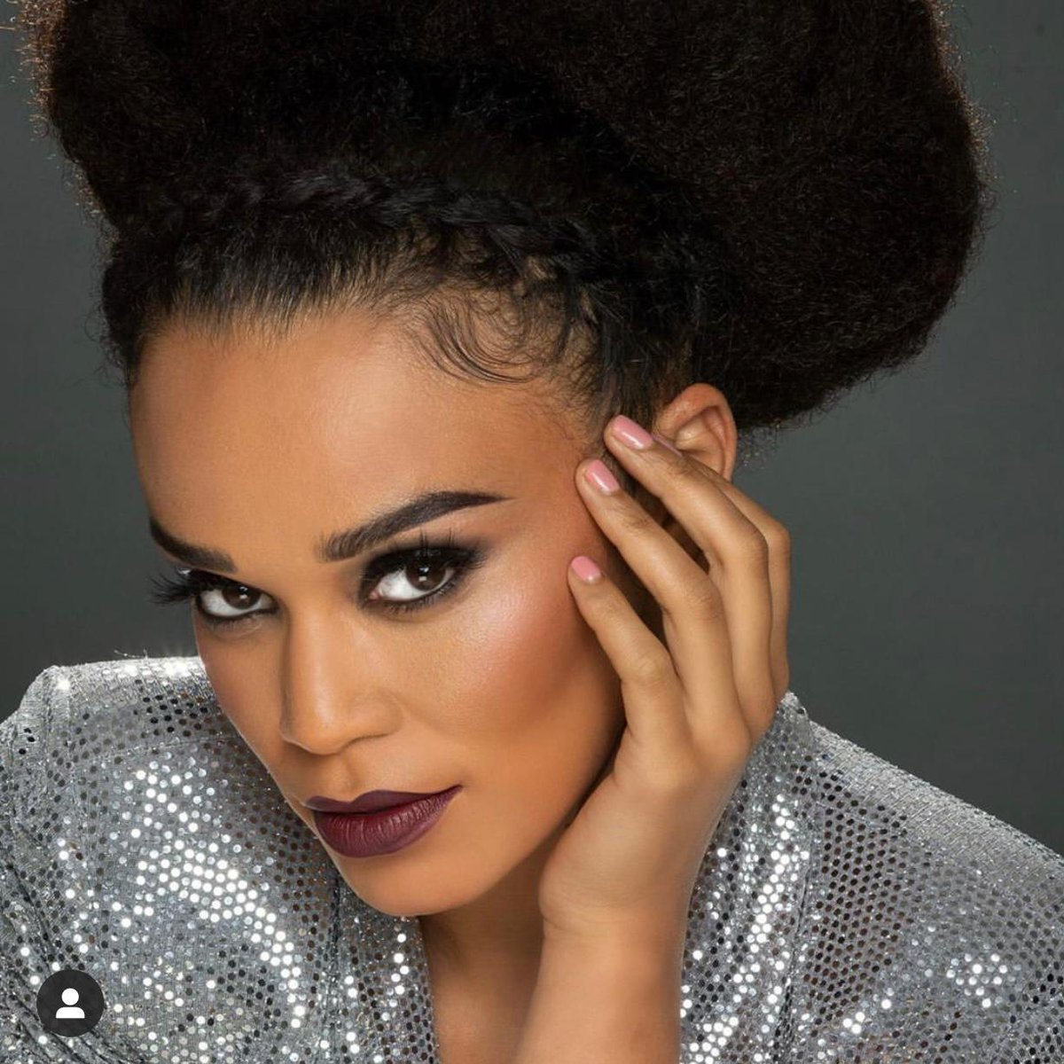 My gorgeous, hard-working friend 😍 I am so inspired by you. 🙏🏾This is amazing. Well done Sthe. ❤️Congratulations. I love you. @PearlThusi #MACXPEARL