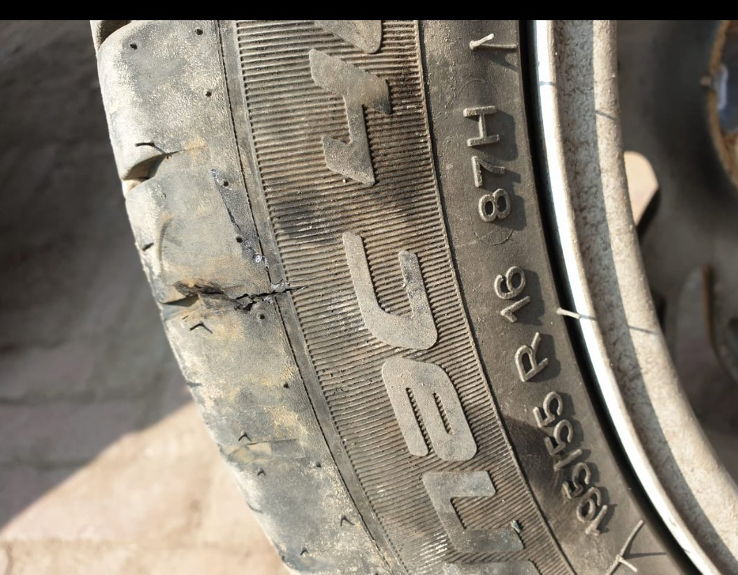 @apollotyres  @Maruti_Corp @NexaExperience What is your warranty policy of #ApolloTyre  fitted with vehicle #manufacturing by #MarutiSuzuki ? #Two #Trye #Bursts within #Three #Months #Apollo #Claiming #TwoYears #UnconditionalWarranty #MyYogiRocks #Nagpur  #Nexa #Baleno