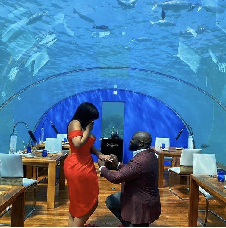 Under water proposal So Beautiful Bride-to-be: @missmeron  #weddingbells #proposals #weddingmoments#dailyweddinginspiration #weddinggallery #shesaidyespic.twitter.com/SJ4EHrnHaX