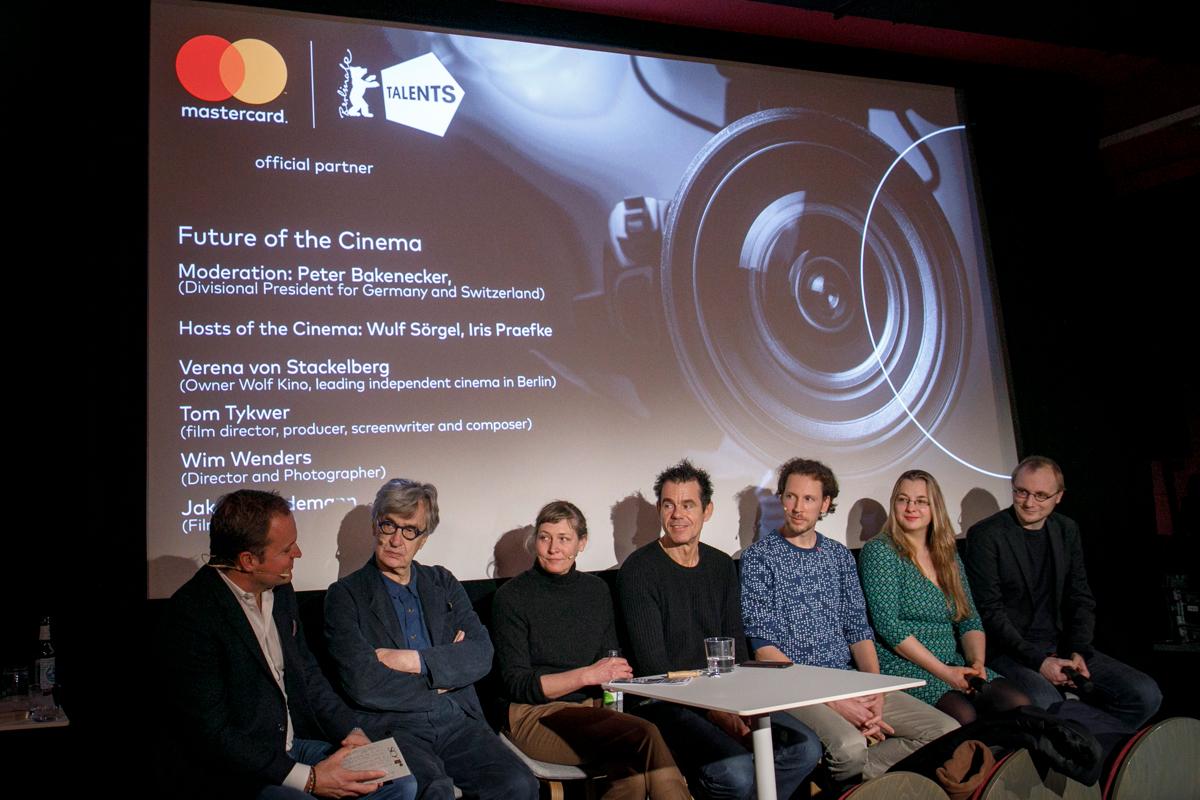 So tolle Unterstützer der #MoviementoHero Kampagne heute im @kinomoviemento.  Vielen Dank an Jakob Weydemann, Tom Tykwer, @vevons und Wim Wenders, dass Ihr dabei seid! @PeterBakenecker #Berlinale2020pic.twitter.com/Lzg4CNKRjr