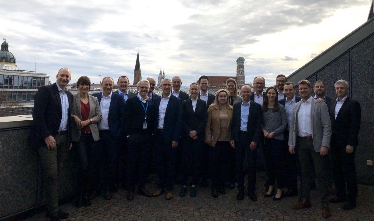 Austausch zwischen den #BayernLB Konzernkommunikatoren in der Zentrale in #München. Interessante Themen rund um Kommunikation, Social Media und Digitalisierung. @DKB_Politics @DKB_Press @Bayern_Invest BCS, BayernFM, Real I.S., BayernLabo, @flrn_rnst  @MPriwitzer @AndreasZimniokpic.twitter.com/CP2Iqasils