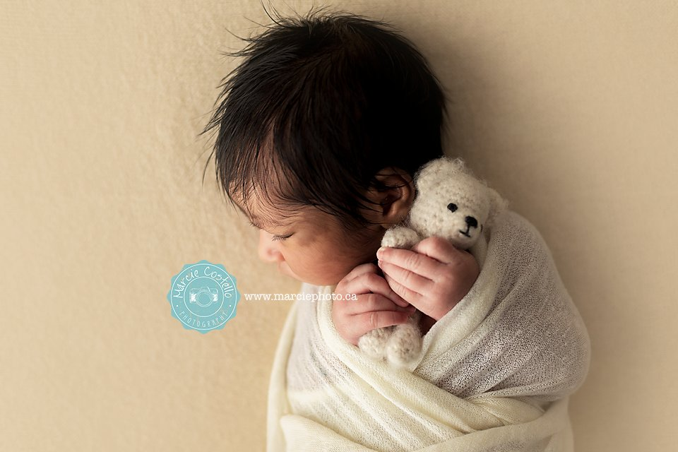 She knew what she wanted and it was to be snuggled exactly this direction because 7 days ago that's all she knew <3 http://www.marciephoto.ca  #newbornphotography #ilovepc #mississaugaphotographer #gtastudio #portraits #babypic.twitter.com/xbQOzekb6A