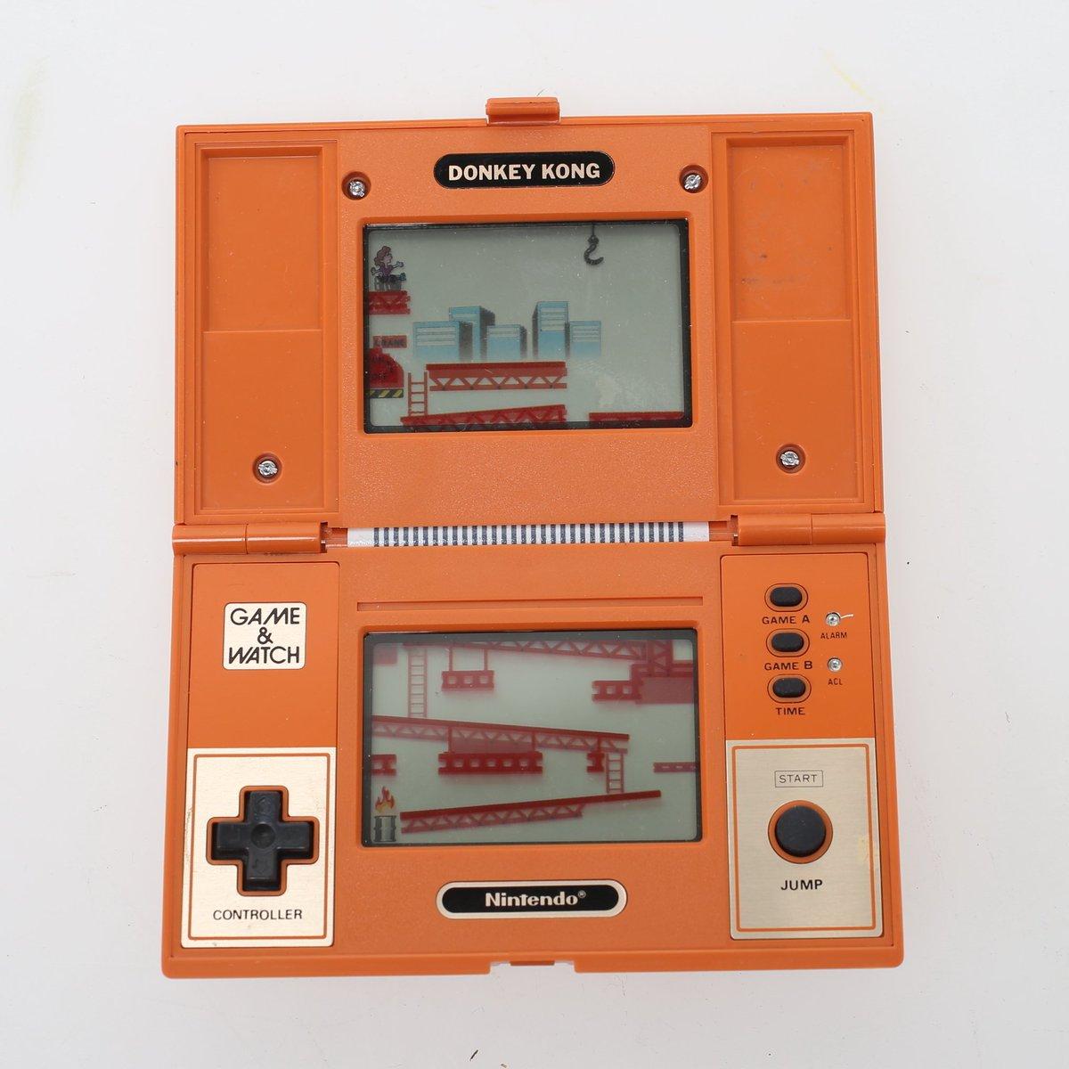 Retweet and let @NintendoUK @NintendoAmerica @Nintendo that you want Game & Watch re-released. #Nintendopic.twitter.com/MZg2uBbBjg