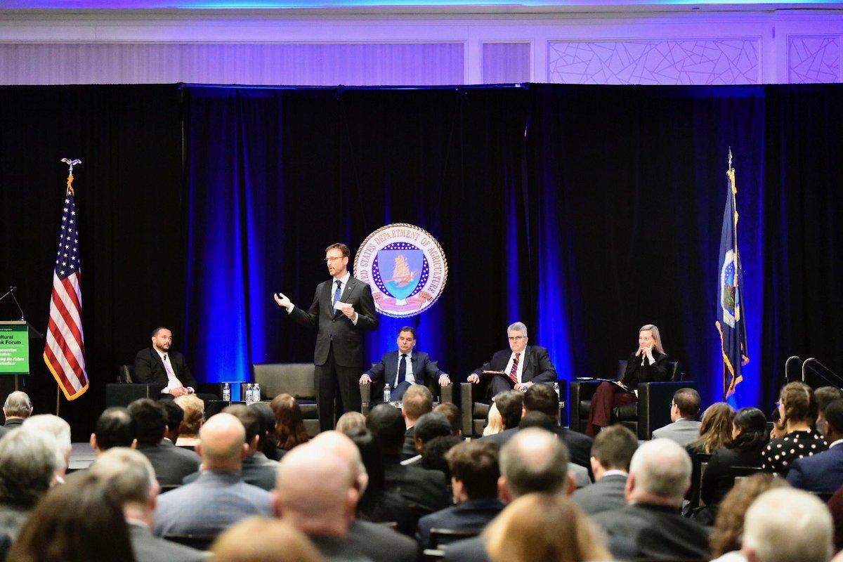 .@POETbiofuels Founder Jeff Broin kicks off the plenary panel #AgOutlook