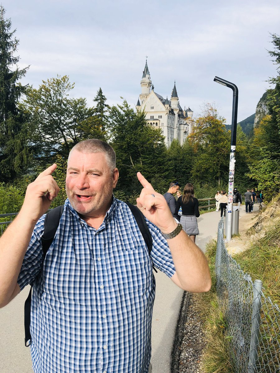 Have you  ever been to the Neuschwanstein Castle? If so let's here of your experience there . Checkout my YouTube video on the Neuschwanstein Castle made last October. #Germany #germanytravel #travel #bavaria #neuschwanstein #neuschwansteincastle https://youtu.be/3-vPI0YKI_Mpic.twitter.com/eQBVlDFOu3 – at Schloss Neuschwanstein
