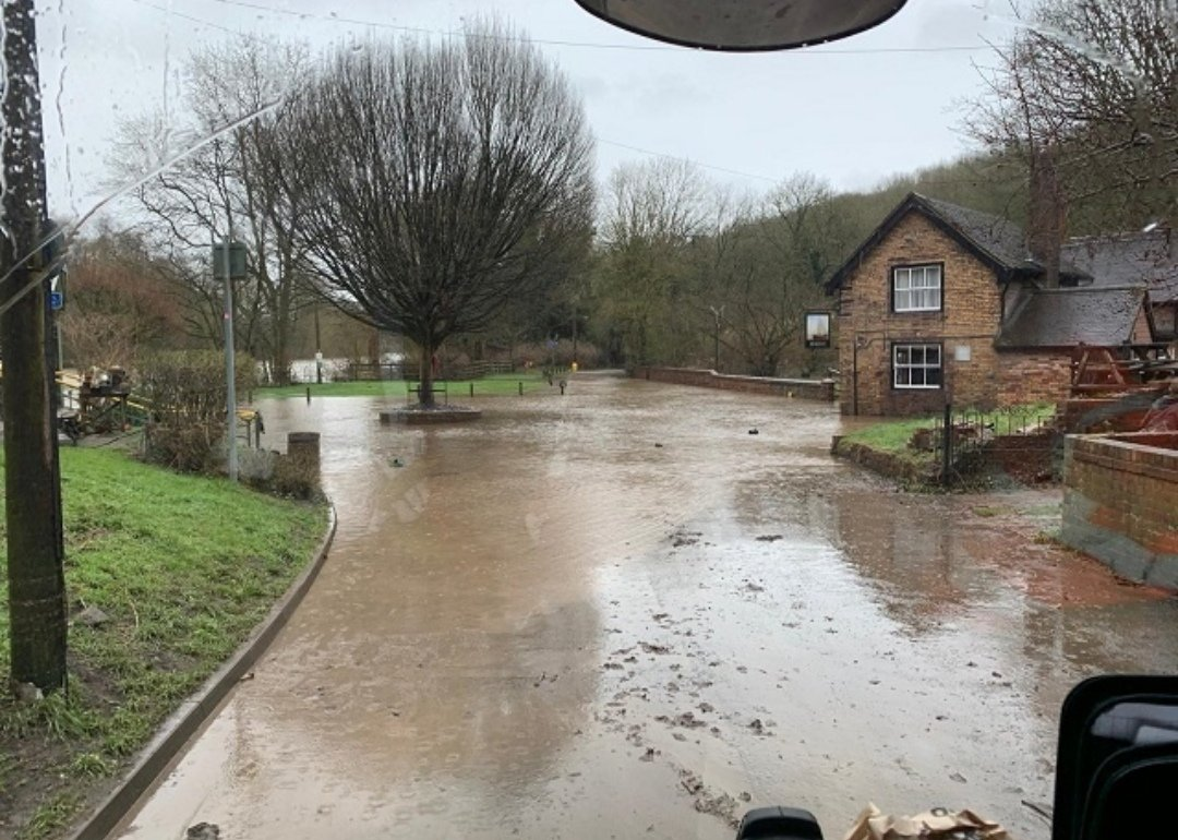Just seen this pic (Left) taken today of The Boat Inn in Coalport, as you can see the water has receded alot since Tuesday (pic on right). Still alot of #floodwater about though.  📸 Pic on left by @VeoliaUK taken today.  📸 Pic on right is mine from Tuesday.  #RiverSevern