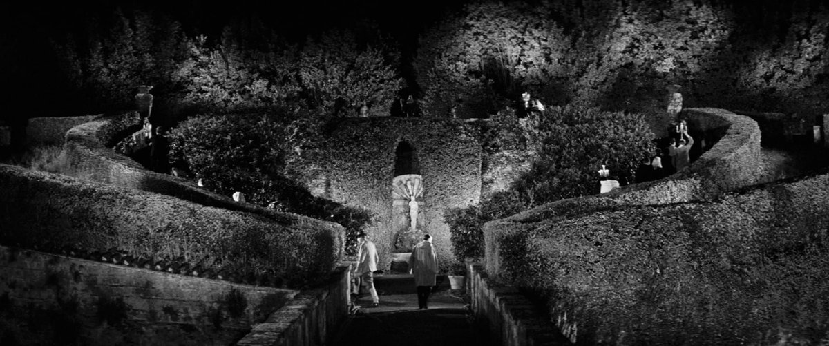La Dolce Vita (1960) #cinematographypic.twitter.com/vhBJYh9mcF