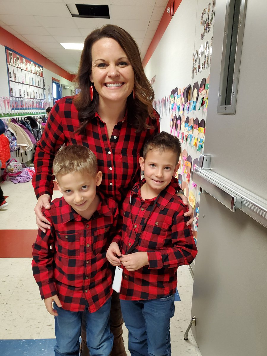Of course Kent Cardinals wear red on picture day! I'm twinning with these twins! @KentCardinals #kentrocks