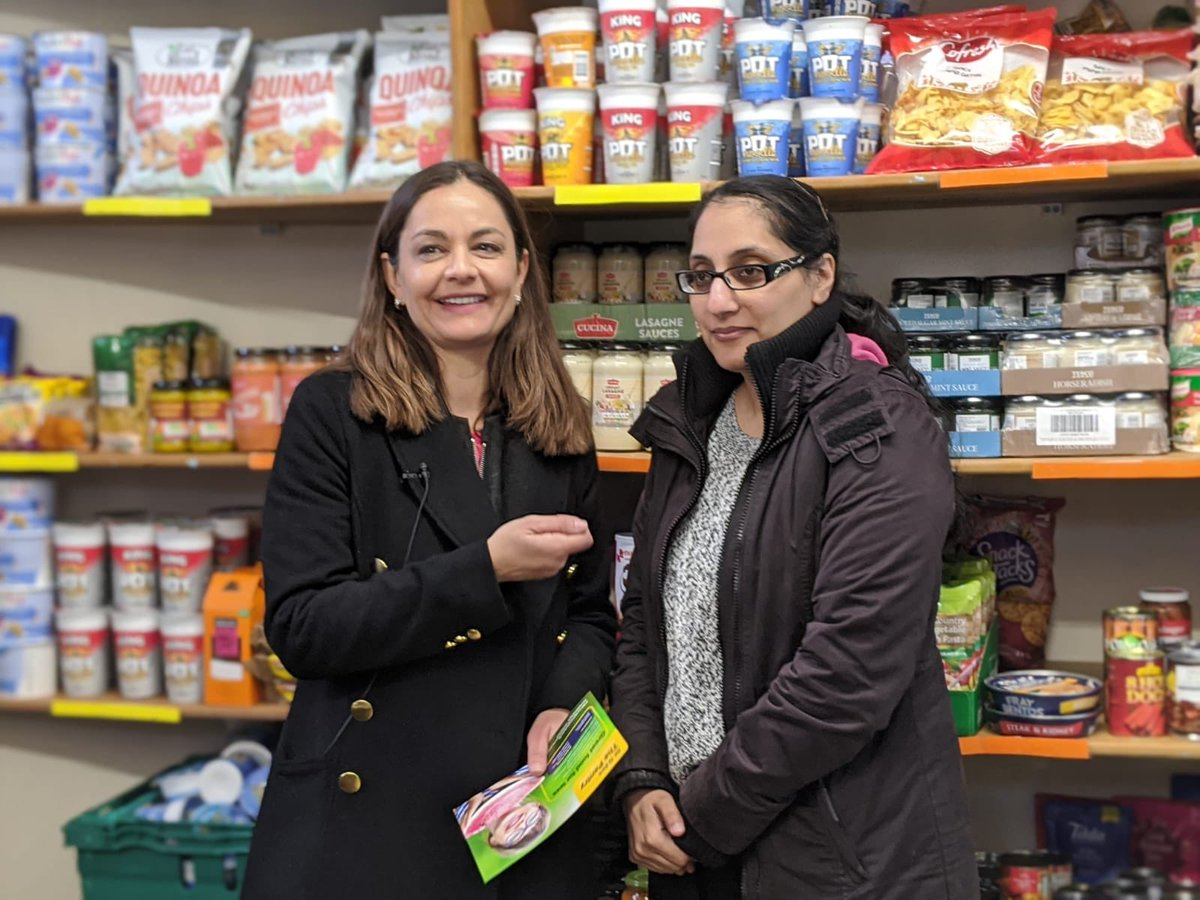 Food poverty simply shouldn't exist in London. It was both humbling and inspirational to visit the @StGilesTrust Pantry in Kensington today. A unique collaboration creating empowering solutions for local residents.