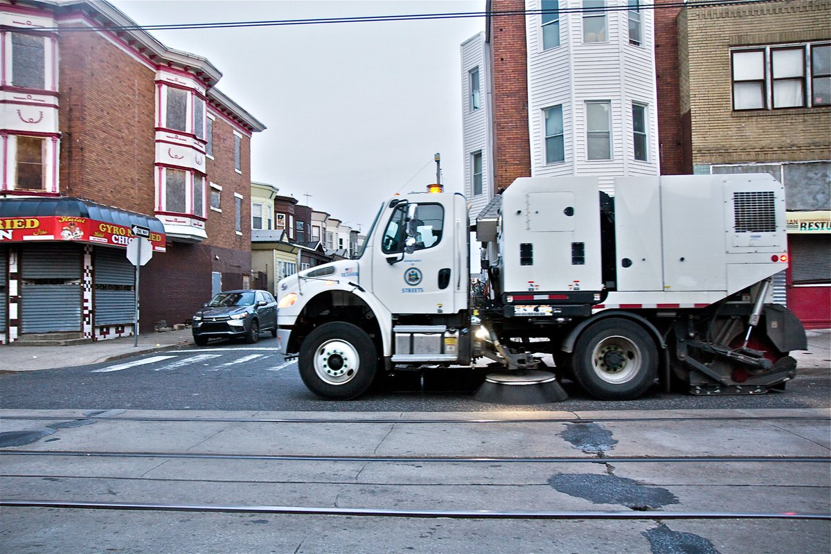 City to require Philly drivers to move cars for street sweeping pilot 2.0 dlvr.it/RQQg4D