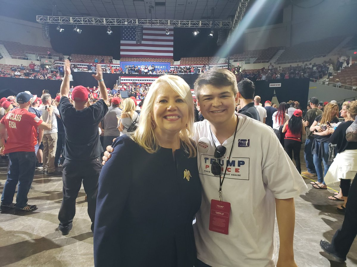 Thanks @DebbieLesko for taking a quick pic with me at the HUGE rally yesterday! #leadright