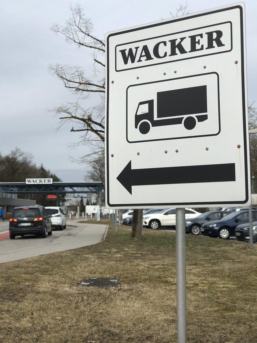 Sparmaßnahmen #Wacker: Bis Ende 2022 sollen 1000 Stellen abgebaut werden. 80 Prozent davon in Deutschland. Hauptproduktionsstandort des Chemiekonzerns ist in #Burghausen. Dort arbeiten derzeit über 8000 MitarbeiterInnen. @BR_Oberbayernpic.twitter.com/3nQNf35O4C