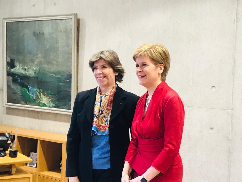 First meeting with First Minister @NicolaSturgeon during @AmbColonna´s first visit to #Scotland ! 🇫🇷 and 🏴 share a long history and are pleased to discuss a broad range of contemporary issues #cgfedimbourg
