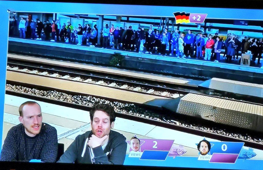 Exakt meine Blicke, wenn der Heimatort in #verflixxteklixx erscheint und es sich um einen Automatentestvideo handelt. #rbtvpic.twitter.com/nLFP8rhz4T
