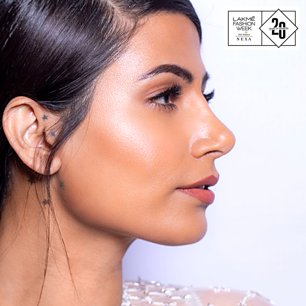 Get an irresistible dewy finish everyday, with the Lakmé Absolute Argan Oil Serum Foundation. Comment with a ​if you love that glow! ​ Shop now on http://www.lakmeindia.com . ​ #Lakme #LakmeFashionWeek #LakmeAbsolute #ArganOilSerumFoundationpic.twitter.com/VD5ZI0jKHE