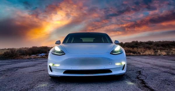 Tesla Model 3 Is Consumer Reports Top EV Pick for 2020 dlvr.it/RQR6Rn