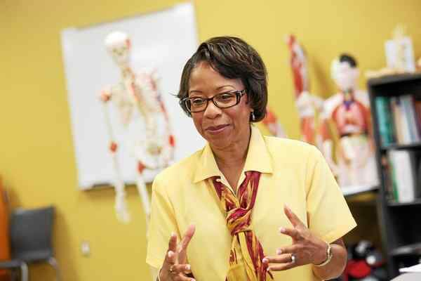 Today's #BlackHistoryMonth #AthleticTrainerHighlight is Dr. René Revis-Shingles. Dr. Shingles became the first African American woman to be inducted into the @nata1950 Hall of Fame in 2018. She was also one of the first black women to be certified as an athletic trainer.