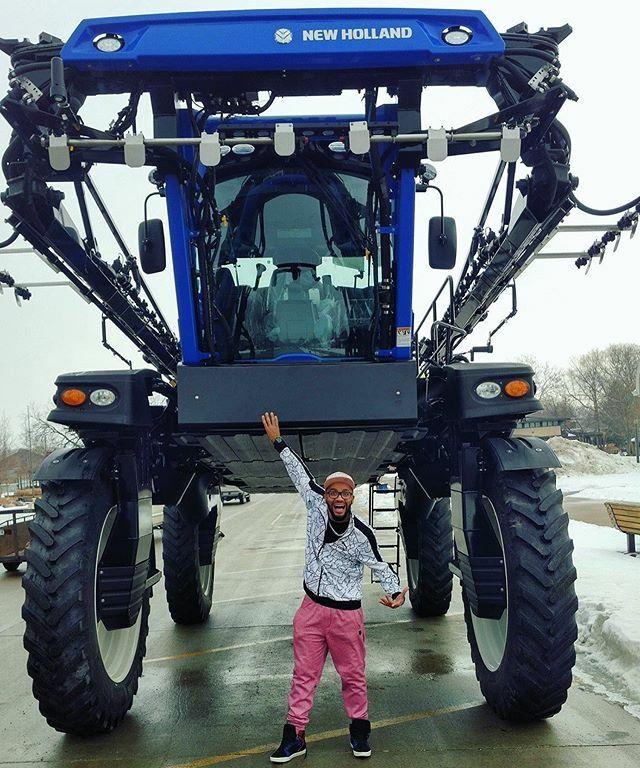 Tbt - What happen when you request an Uber in Iowa.  .  #tbt #throwback#Iowa #desmoinesiowa #losangeleslakers #la #cali #losangeles #ankenyiowa #farmersinsurance #farming #yoga #joke #niteroi #nikitcity #favela #favelas https://ift.tt/39OzeTApic.twitter.com/k6ByDMgPF1