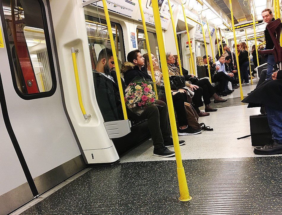 Men Bearing Flowers https://hixposure.co.uk/men-flowers #streetphotography #photojournalism #travelphotograph #travel #art #photography #streetshot #streetscene  #Nikon #hixposure #streetphotographer #streetphoto #photojournalist #Valentine #ValentinesDay #men #flowerspic.twitter.com/dBSWROmbGl