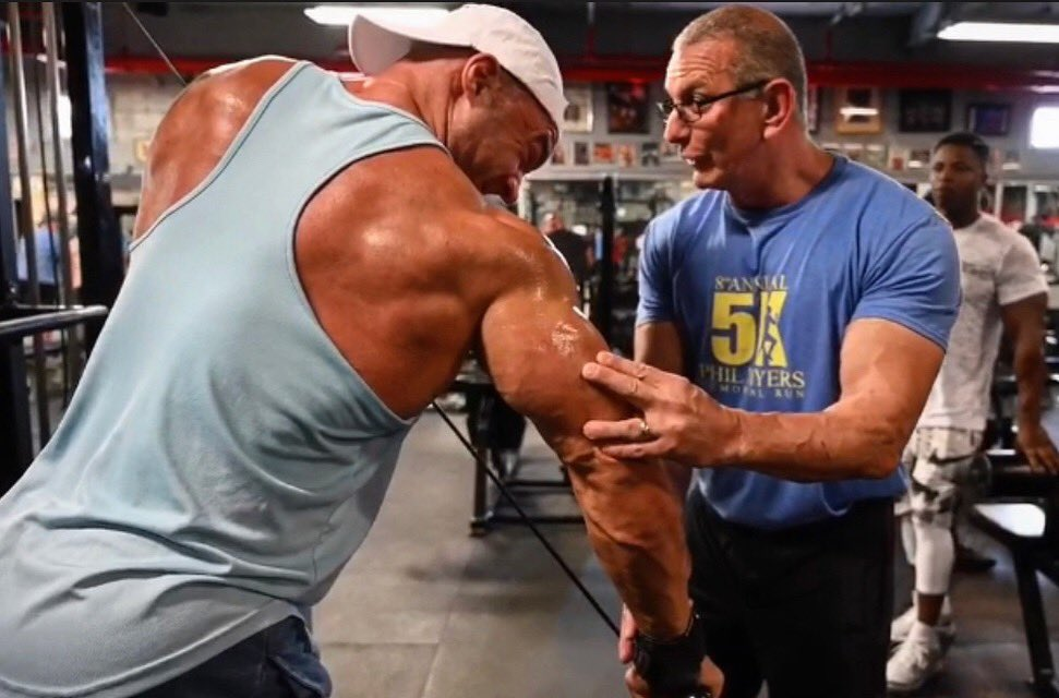 #TBT to the last arm day with @RobertIrvine at @bevsgym. Can't wait to get a pump in two weeks with the cheesecake master himself at the @arnoldsports festival.  • #eathardtrainharder #chefirvine #fitcrunch #fitcrunchbars #armday <br>http://pic.twitter.com/69iHz9Dezr