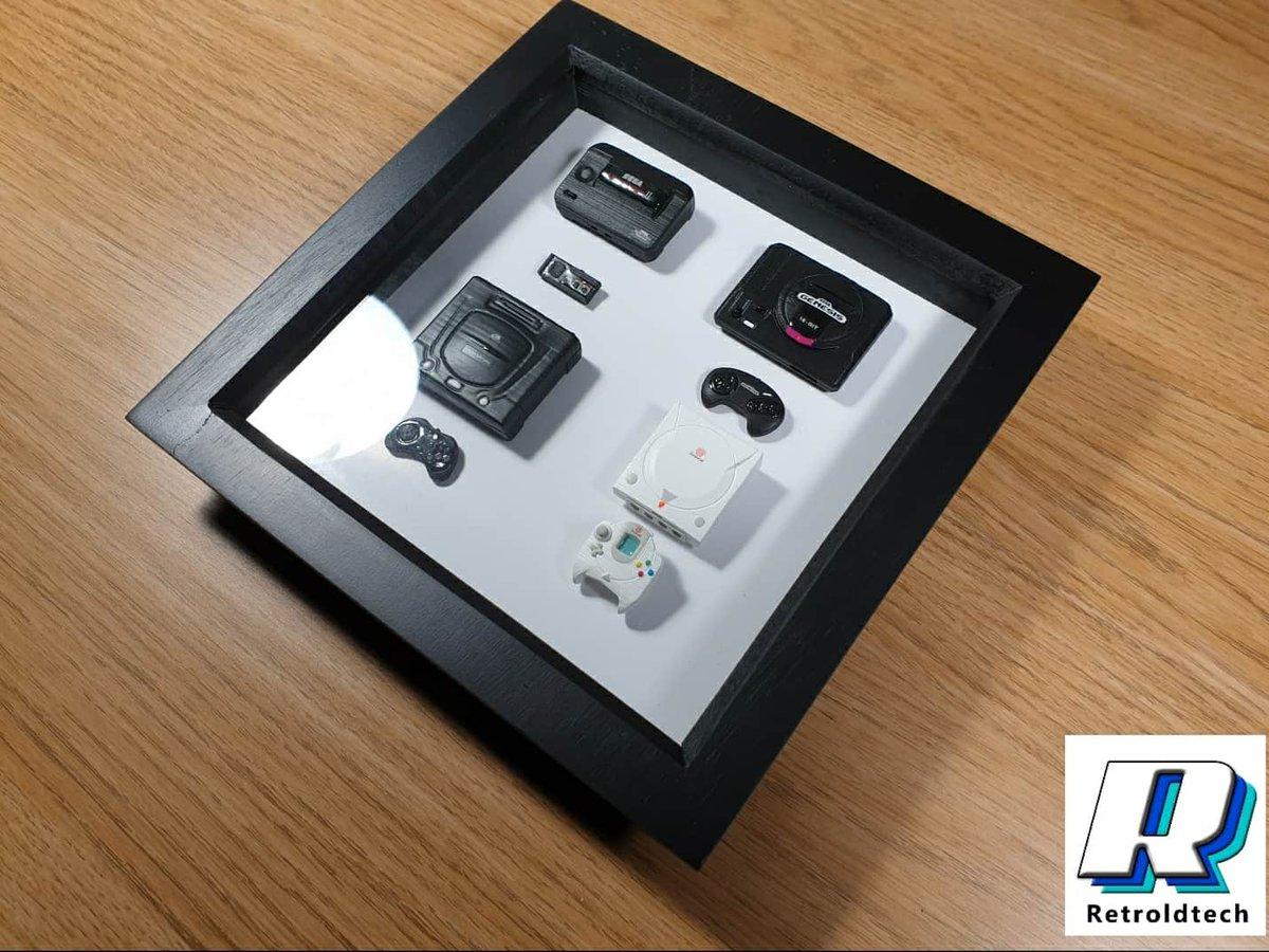 1/6 Scale Miniature SEGA Consoles #sega #segamastersystem #segagenesis #segamegadrive #segasaturn #segadreamcast #mini #miniature #toyphotography #actionfigures #diorama #dioramaretrogamingpic.twitter.com/XLFw3Rukey