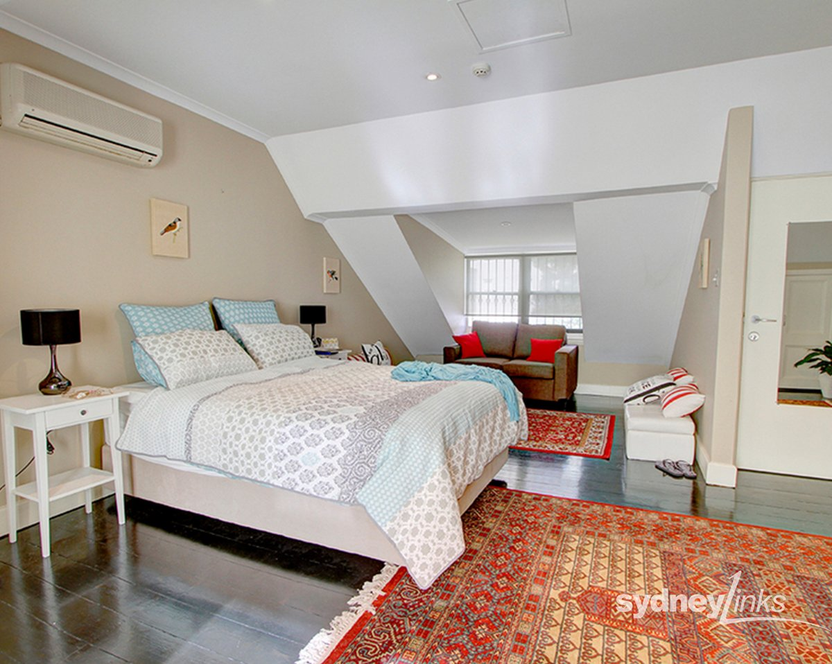 Fully furnished penthouse one bedroom apartment with air-conditioning, heating, and Wi-Fi included... for lease. Unit Top Floor/170 Victoria Street, Potts Point. For details and inspection contact Trish 0404 893 883. http://ow.ly/EBif50yrYA9  #realestate #forlease #pottspoint pic.twitter.com/A2Bz1MlZP9