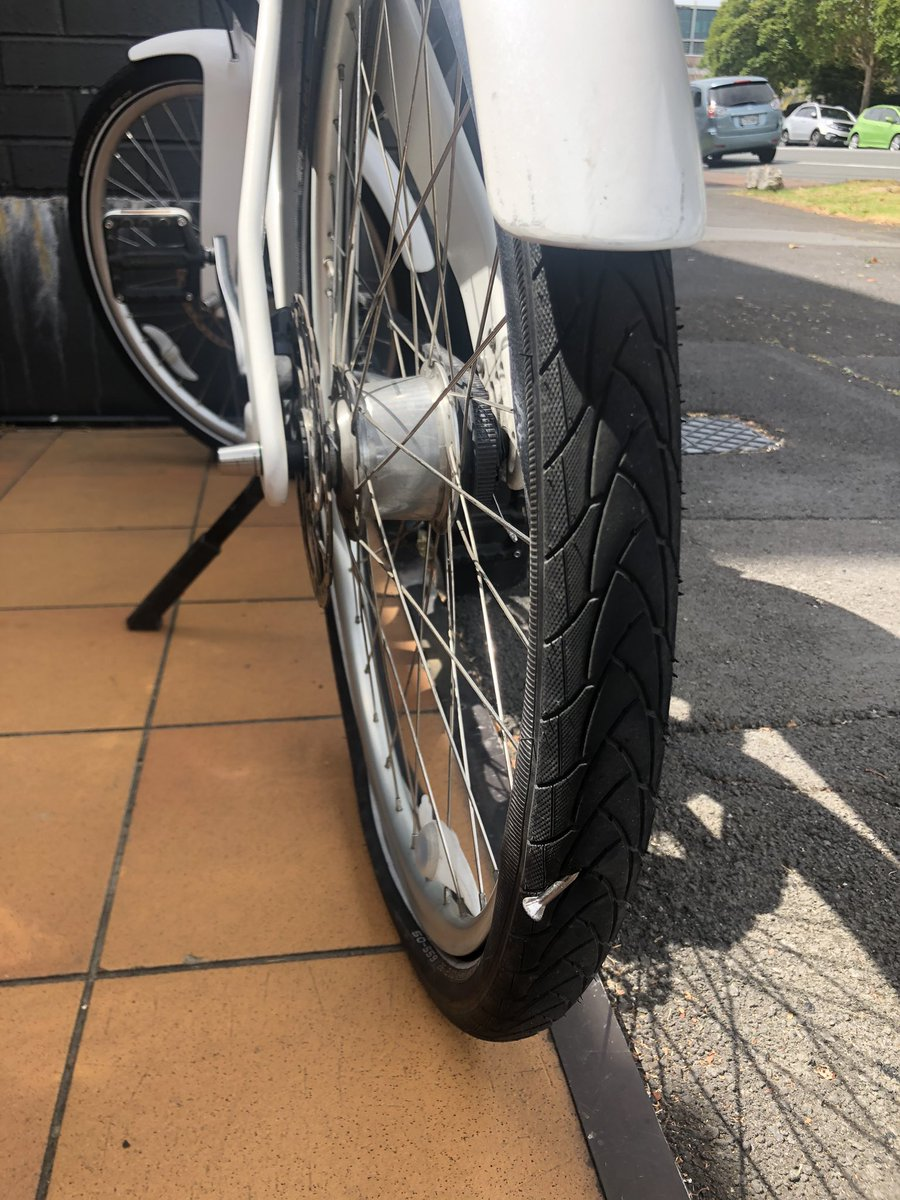 The #Schwalbe tyres are generally fail safe, but check this out. pic.twitter.com/5CAWoXBhGN