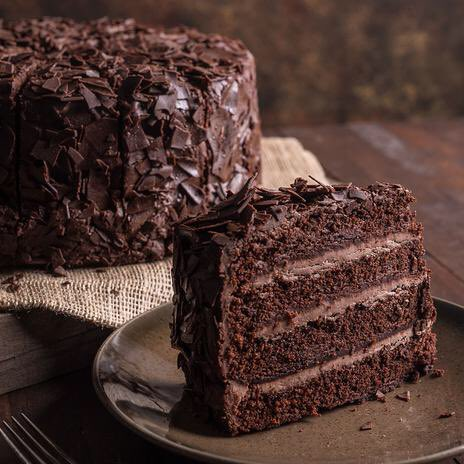 Which cake looks more appetizing to you?😋 #polloftheday #chocolate